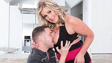 Cum-eating, big titted M.I.L.F. copulates house guest